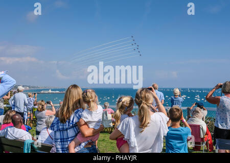 Bournemouth, UK, 31st Aug, 2018. Crowds watch the Red Arrows display from West Cliff in sunshine. © dbphots/Alamy Live News - Stock Photo