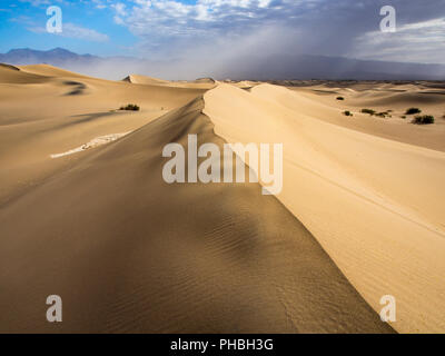 Ridge of Sand Dune, Mesquite Dunes, Death Valley National Park - Stock Photo