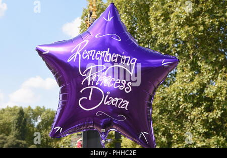 London, UK. 1st September, 2018. Royal well-wishers leave floral tributes to mark the 21st annniversary of the death of Princess Diana on the 31.08.1997,Kensington Palace,Kensington Gardens,London.UK Credit: michael melia/Alamy Live News - Stock Photo
