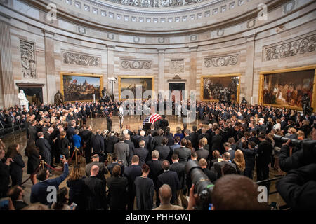 Washington, United States Of America. 31st Aug, 2018. Lying in State ceremony honoring the late United States Senator John McCain (Republican of Arizona) in the US Capitol Rotunda in Washington, DC on Friday, August 31, 2018. Credit: Ron Sachs/CNP (RESTRICTION: NO New York or New Jersey Newspapers or newspapers within a 75 mile radius of New York City) | usage worldwide Credit: dpa/Alamy Live News - Stock Photo