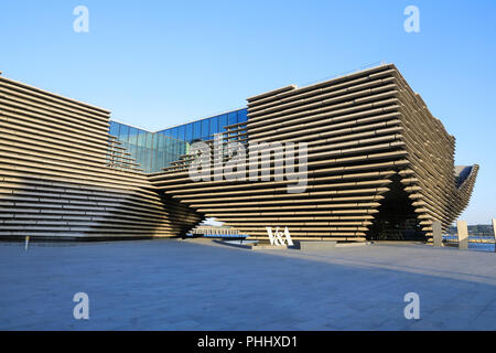 Kengo Kuma's new V&A Dundee, on the Riverside Esplanade as part of the city's waterfront regeneration, in Scotland, UK - Stock Photo