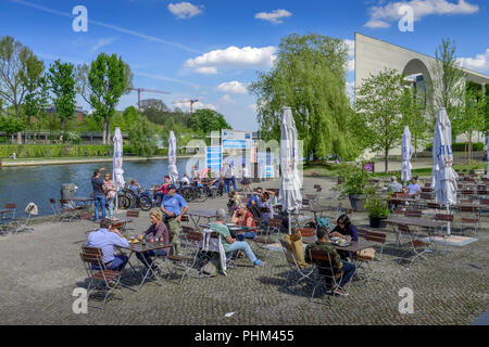 Biergarten, Haus der Kulturen der Welt, Tiergarten, Mitte, Berlin, Deutschland - Stock Photo