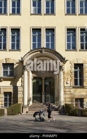 Friedrich-Bergius-Schule, Perelsplatz, Friedenau, Tempelhof-Schoeneberg, Berlin, Deutschland - Stock Photo
