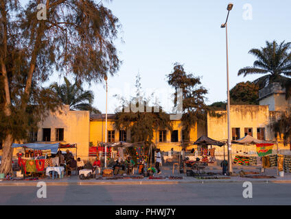 Market in front of old portuguese colonial houses, Benguela Province, Benguela, Angola - Stock Photo