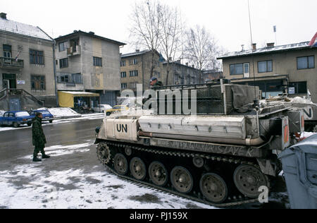 5th March 1993 British Army soldiers on their 432 Armoured Personnel Carrier, parked next to another 432 APC outside the HVO (Croatian) headquarters at Josipa bana Jelačića 26 in the little town of Kiseljak, north-west of Sarajevo. Across the street is the police station. - Stock Photo