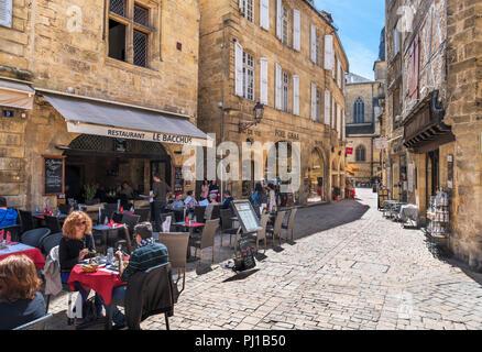 Restaurant Le Bacchus on Place de la Liberté in the old town, Sarlat, Dordogne, France - Stock Photo