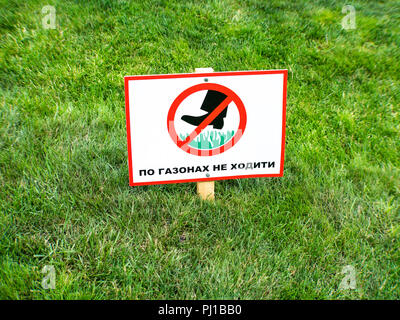 Please keep off the grass sign in ukrainian language. - Stock Photo