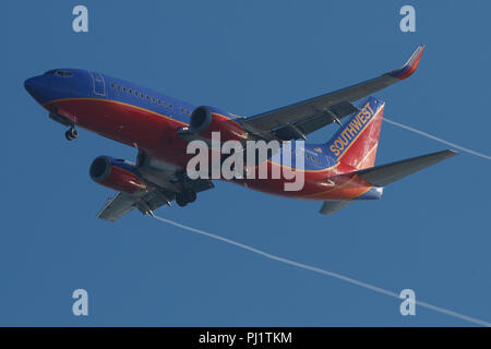 Boeing 737-3H4 (N632SW) operated by Southwest Airlines on approach to San Francisco International Airport (SFO), San Francisco, California, United States of America - Stock Photo