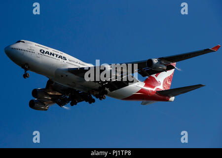 Boeing 747-438 (VH-OJU) operated by Qantas on approach to San Francisco International Airport (SFO), San Francisco, California, United States of America - Stock Photo