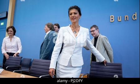 04.09.2018, Berlin: Sahra Wagenknecht (2nd from right), Chairman of the parliamentary group of the party Die Linke, Ludger Volmer (2nd from left, Bündnis 90/Die Grünen), Simone Lange (l, SPD), Mayor of Flensburg, Bernd Stegemann (M), author and dramatist, and Hans Albers officially present the movement 'Aufstehen' ('Standing Up') at the Federal Press Conference. Unlike political parties, supporters of 'Standing Up' do not have to pay a membership fee and can simply register on the Internet. Photo: Kay Nietfeld/dpa - Stock Photo
