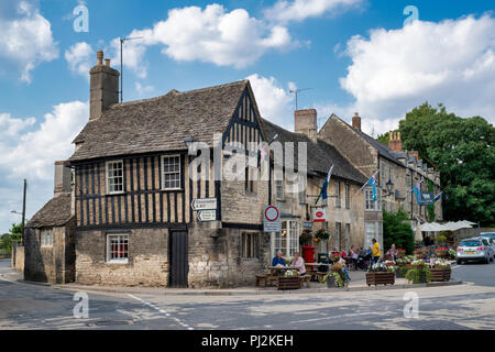 The Chanting House and Post office in Fairford, Cotswolds, Gloucestershire, England - Stock Photo