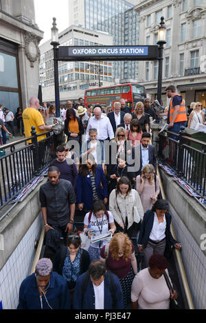 U-Bahn Eingang, Oxford Circus, London, England, Grossbritannien - Stock Photo