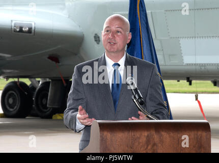 Nebraska Gov. Pete Ricketts provides remarks August 28, 2018 inside an aircraft hangar at Offutt AFB, Nebraska during an event celebrating a more than $1 million investment by the U.S. Department of Defense to STEM education in the Bellevue Public Schools system, which is the nearest community to Offutt AFB. The award is part of the National Math and Science Initiative that promotes STEM education in more than 200 U.S. schools that have significant enrollment among military-connected students. (U.S. Air Force photo by Delanie Stafford) - Stock Photo