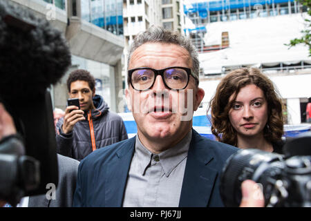 London, UK. 4th September, 2018. Labour Party Deputy leader Tom Watson leaves the party headquarters after its NEC ruling body adopted in full the IHRA definition and examples of anti-Semitism alongside a brief statement stating that freedom of expression on Israel or the rights of Palestinians should not be undermined. A longer accompanying clarification put forward by Jeremy Corbyn was rejected by the NEC. Credit: Mark Kerrison/Alamy Live News - Stock Photo