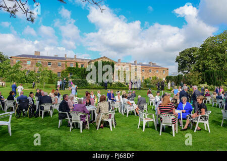 Hillbrough Castle, Northern Ireland. 4th September 2018. Her Royal Highness The Princess Royal attended the Secretary of State for Northern Ireland's Annual Garden party at Hillsborough Castle, Princess Anne met and spoke with visitors during a walkabout in the gardens. Hillsborough: Co Down: UK: 4th Sept 2018 Credit: Mark Winter/Alamy Live News