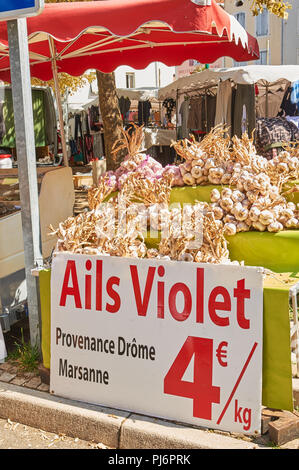 Lamastre, Ardeche, Rhone Alps, France local market stall selling garlic bulbs. - Stock Photo