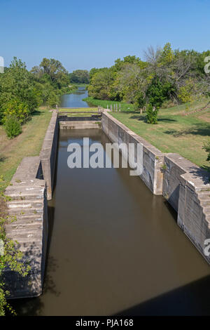 Wyanet, Illinois - Lock 19 on the Hennepin Canal. The canal was completed in 1907 to link the Illinois and Mississippi Rivers, but it was obsolete alm - Stock Photo