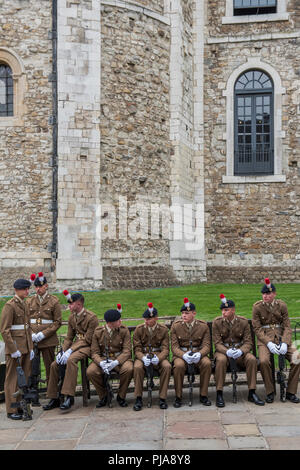 London, UK. 5th September 2018. Waiting to form up in the Tower of London - The Royal Regiment of Fusiliers exercise their right to march through the Square Mile as one of the City of London's Privileged Regiments to celebrate their 50th anniversary. d from Aust Credit: Guy Bell/Alamy Live News - Stock Photo