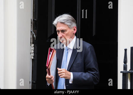London, UK. 5th September, 2018. Chancellor of the Exchequer Philip Hammond leaves 11 Downing Street. Credit: Mark Kerrison/Alamy Live News - Stock Photo