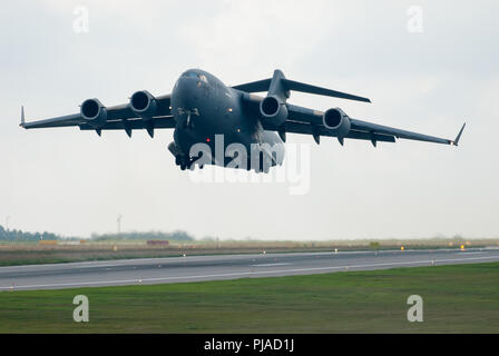 Gdansk, Poland. 5th Sep 2018. United States Air Force large military transport aircraft Boeing C-17A Globemaster III is seen on September 5th 2018 in Gdansk Lech Walesa Airport, Poland © Wojciech Strozyk / Alamy Live News - Stock Photo