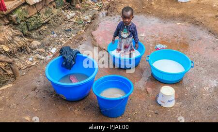 Nairobi, Kenya. 28th Mar, 2018. A young girl seen playing in her mum's basins with water in Kibera.Kibera is one of Africa's largest Slums located in East Africa, Kenya. Credit: Donwilson Odhiambo/SOPA Images/ZUMA Wire/Alamy Live News - Stock Photo