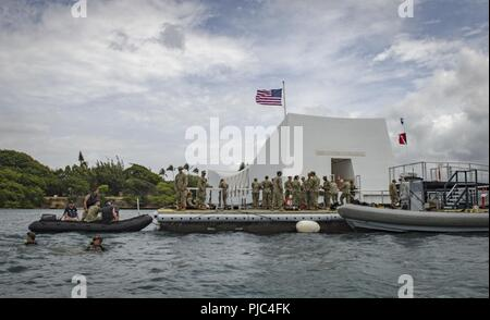 JOINT BASE PEARL HARBOR-HICKAM, Hawaii (July 13, 2018) – Sailors from Underwater Construction Team 2, Navy Facilities Engineering and Expeditionary Warfare Center, and Fleet Survey Team inspect the underwater structures of the USS Arizona Memorial using divers and sonar imaging during Rim of the Pacific (RIMPAC) exercise. Twenty-five nations, 46 ships, five submarines, about 200 aircraft, and 25,000 personnel are participating in RIMPAC from June 27 to Aug. 2 in and around the Hawaiian Islands and Southern California. The world's largest international maritime exercise, RIMPAC provides a uniqu - Stock Photo