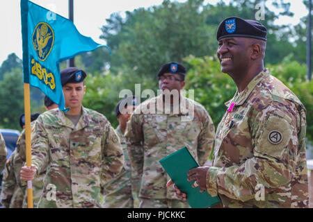Col. Oscar W. Doward Jr., outgoing commander of the 2503rd Digital Liaison Detachment, U.S. Army Central, speaks to the audience during his award presentation prior to his change-of-command ceremony July 19, 2018, at USARCENT headquarters on Shaw Air Force Base, S.C. - Stock Photo