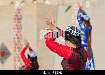 Folk dancers performs traditional dance at local festivals in Khiva, Uzbeksitan. - Stock Photo