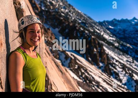 Woman rock climbing, Cardinal Pinnacle, Bishop, California, USA - Stock Photo