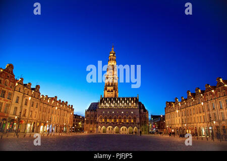 """Arras (northern France): City Hall and traditional Flemish architecture of buildings in the """"place des heros"""" (Heroes' Square), at night. The belfry o - Stock Photo"""