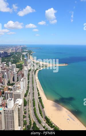 Chicago, Illinois in the United States. City skyline with Lake Michigan and Gold Coast historic district, North Side and Lincoln Park. - Stock Photo