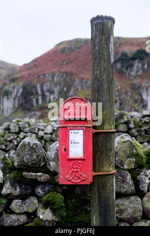 A bright red Edwardian post box with Edward VII royal cypher on a rural lane in Upper Teesdale, County Durham, England. - Stock Photo