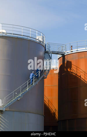 France, North-Western France, Saint-Nazaire, Brittany, giant storage silos at the sunflower factory Cargill - Stock Photo