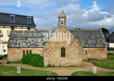 France, Brittany, Cotes-d'Armor department, Saint Guirec church in front of the bay of Saint-Guirec in Ploumanach, the Pink Granite Coast in Perros-Guirec. - Stock Photo