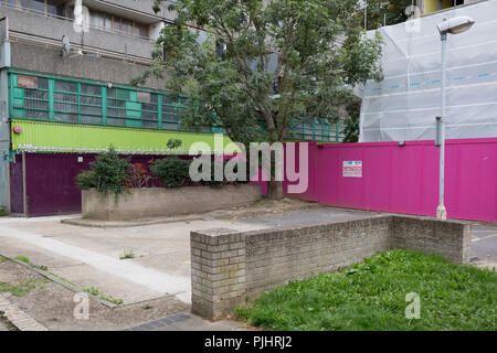 An urban landscape on the soon-to-be demolished Aylesbury Estate, on 4th September 2018, in Southwark, London, England. The Aylesbury Estate contained 2,704 dwellings in approximately 7500 residents and built between 1963 and 1977 and for decades it was seen as a symbol of the failure of British social housing. There were major problems with the physical buildings on the estate and the poor perception of estates in Britain as a whole have led to the Aylesbury Estate gaining the title of 'one of the most notorious estates in the United Kingdom. Demolition is in progress for the regeneration of  - Stock Photo