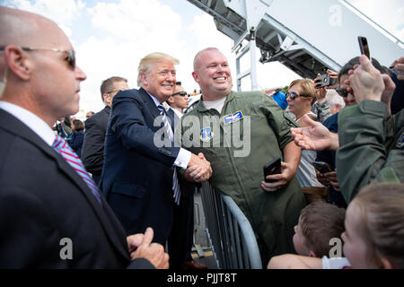 President Donald J. Trump shakes hands with a North Carolina National Guard Airman on his arrival on Friday, August 31, 2018, to the Charlotte Douglas International Airport in Charlotte, North Carolina.  People:  President Donald Trump - Stock Photo