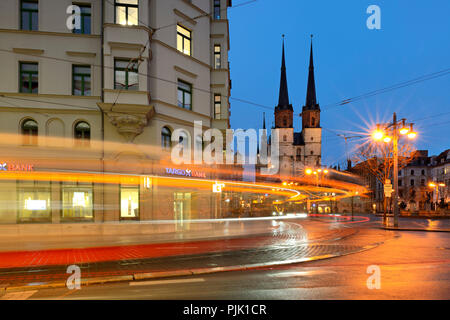 Germany, Saxony-Anhalt, Halle (Saale), Hallmarkt, market church and Red Tower, dusk, light trails of the tram - Stock Photo