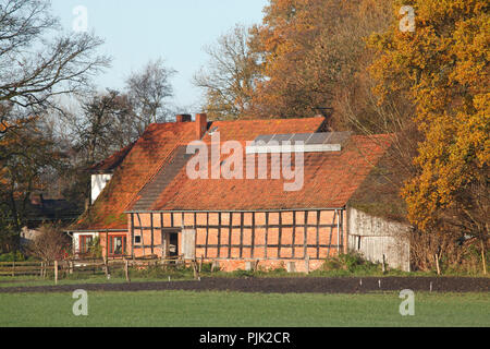 Half-timbered barn in autumn, Fischerhude, Lower Saxony, Germany, Europe