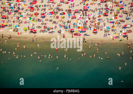 Sundown Beach, bathers on towels, hottest day in spring 2015, Escher Lake, White Beach, mini palm trees and thatched huts providing 'South Sea Feeling' at the Escher Lake in Cologne, bathing lake, Cologne, Rhineland, North Rhine-Westphalia, Germany - Stock Photo