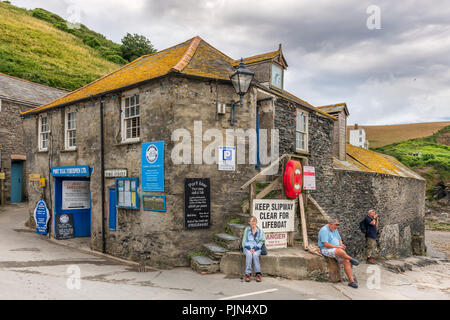 One of the many historic buildings found at the entrance to the slipway at Port Isaac in North Cornwall, made famous by the television series 'Doc Mar - Stock Photo