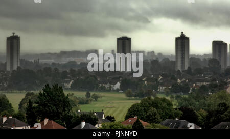Glasgow, Scotland, UK. 8th September, 2018. UK Weather: Rain and mist cause limited visibility over the city as the south of Glasgow disappears behind the Scotstoun towers and the rooftops and greens of knightswood golf course. Gerard Ferry/Alamy news Credit: gerard ferry/Alamy Live News - Stock Photo