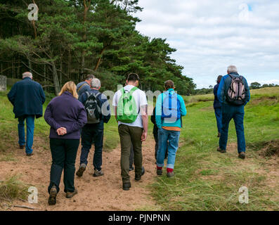 John Muir Country Park, Dunbar, East Lothian, Scotland, UK, 8th September 2018. A small group of people enjoy a walk and talk by David Connelly of East Lothian Council Archaeology Service examining evidence of an 8000 year old tsunami, a rediscovered Neolithic agricultural settlement and World War defensive locations during East Lothian Archaeology and Local History Fortnight which takes takes place in September each year, and is part of the annual Scottish Archaeology month. A range of walks, talks and demonstrations take place across East Lothian during the two week period - Stock Photo