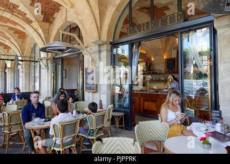 Carette Restaurant, Place des Vosges, the oldest planned square in Paris, Marais district, Paris, France, Europe - Stock Photo