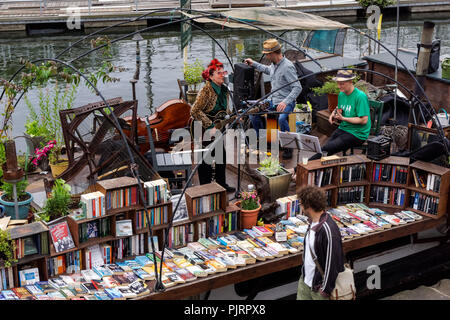 Word On The Water bookshop on a barge on Regent's Canal at King's Cross, London England United Kingdom UK - Stock Photo