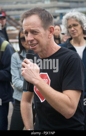 London, UK. 8th September 2018.  Climateconcern.org , rallied grassroots activists to a   a public debate concerning the fossil fuels exploitation , concerns raised for the lack of political will in changing over to renewable energy source and the divestment plans which remain unconsidered in the ecological salvation of the earth. Credit: Philip Robins/Alamy Live News - Stock Photo