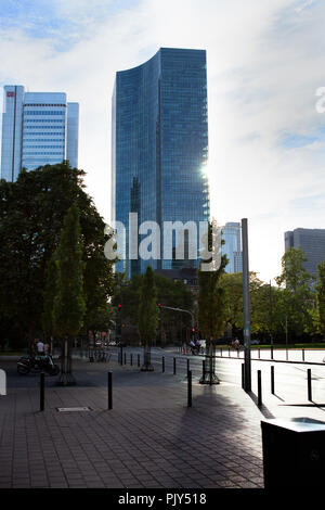 Europa Deutschland Hessen Rhein-Main Frankfurt Skyline Sommer 2018  Silvertower - Stock Photo