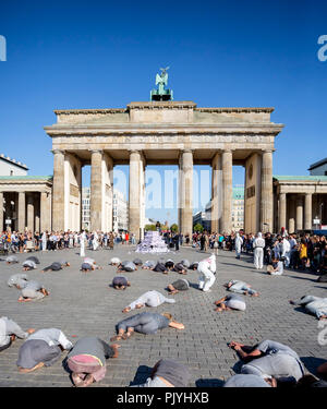Berlin, Germany. 09th Sep, 2018. Participants of the demonstration with art performance 'Uprising of Youth' lie on the ground in front of the Brandenburg Gate. Credit: Christoph Soeder/dpa/Alamy Live News - Stock Photo