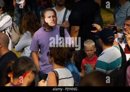 Moscow, Russia. 9th Sept 2018. Man shows support for Russian opposition leader Alexei Navalny by wearing a Navalny-mask during anti-government rally in Moscow where activists gathered to express resentment about the upcoming pension refrom. Credit: Roman Chukanov/Alamy Live News - Stock Photo
