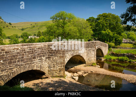 UK, Yorkshire, Wharfedale, Buckden, old stone 'Election Bridge' over River Wharfe - Stock Photo