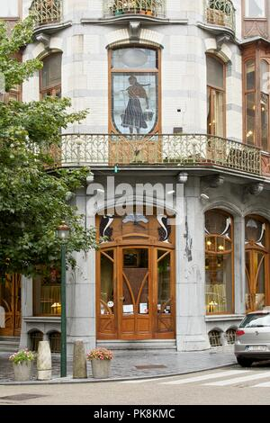 La Porteuse d'Eau, 25 Rue Vanderschrick, Brussels, Belgium, (1904), c2014-c2017. Artist: Alan John Ainsworth. - Stock Photo